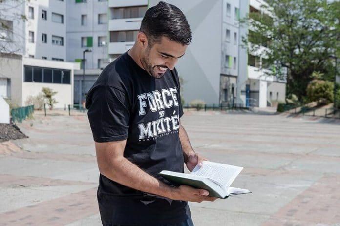 Abdellah crée un site Web pour aider les collégiens de 3ème année à trouver un stage