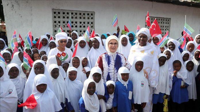 La femme du président Erdogan inaugure une mosquée et une école islamique en Gambie