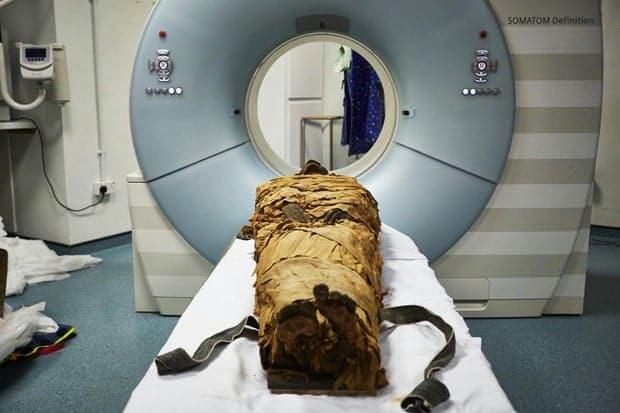 UK - Des scientifiques font parler une momie 3000 ans après sa mort