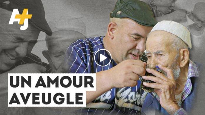 Un Algérien malvoyant de 44 ans refuse d'abandonner son père - VIDEO