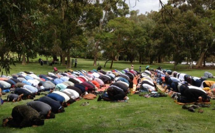 les musulmans d'Australie prient pour la pluie