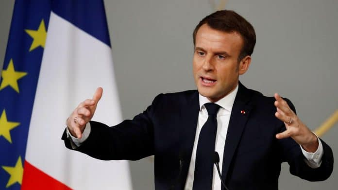 Emmanuel Macron encourage son équipe - « Soyez fiers d'être des amateurs !»