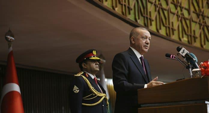 Erdogan s'engage fermement à résoudre le problème syrien dans un discours fort