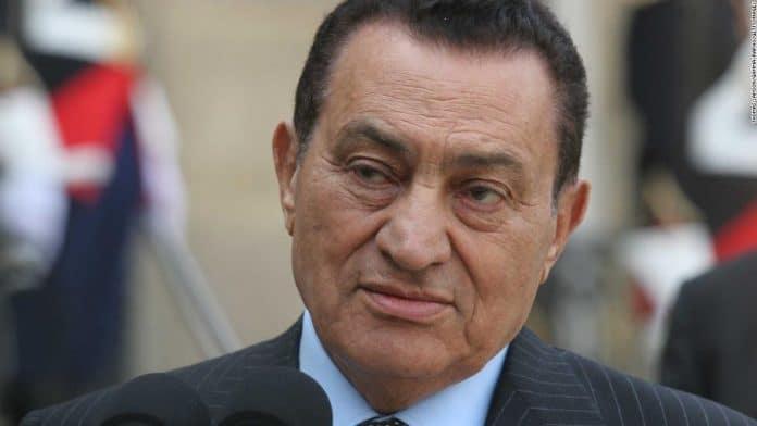 Hosni Moubarak sera enterré dans de «petites» funérailles militaires