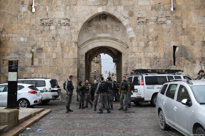 La police israélienne tire à bout portant sur un Palestinien à Jérusalem