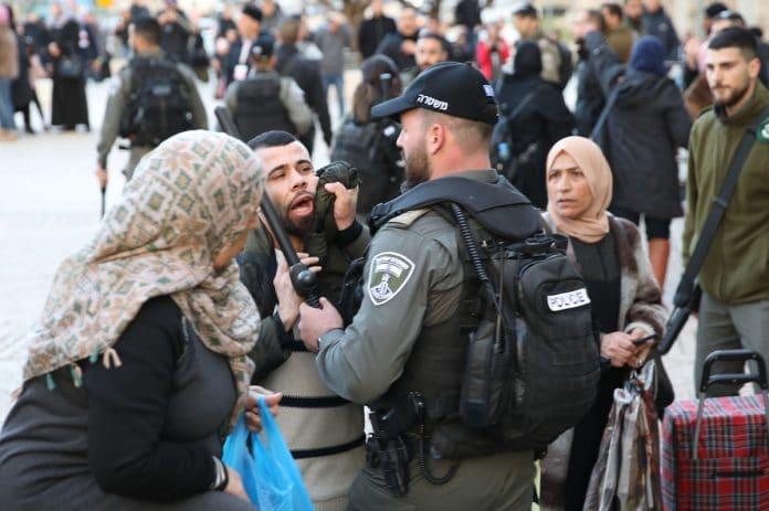 Palestine - La police israélienne refoule des fidèles en route vers la mosquée Al-Aqsa
