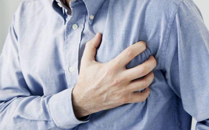 Victime d'une crise cardiaque, ils refusent de l'aider par peur du coronavirus