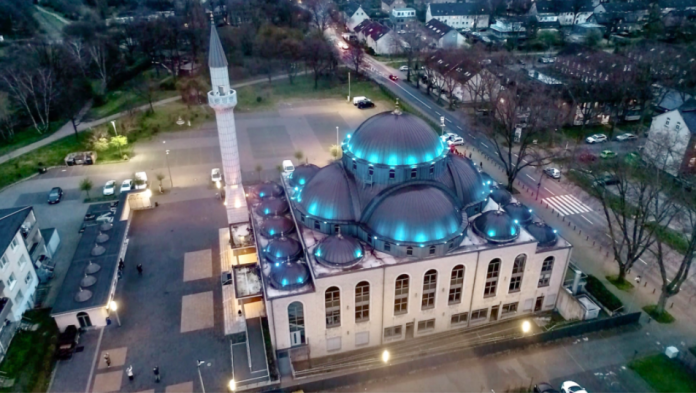 Allemagne Une mosquée appelle à la prière tous les soirs pour apaiser les habitants du confinement - VIDEO