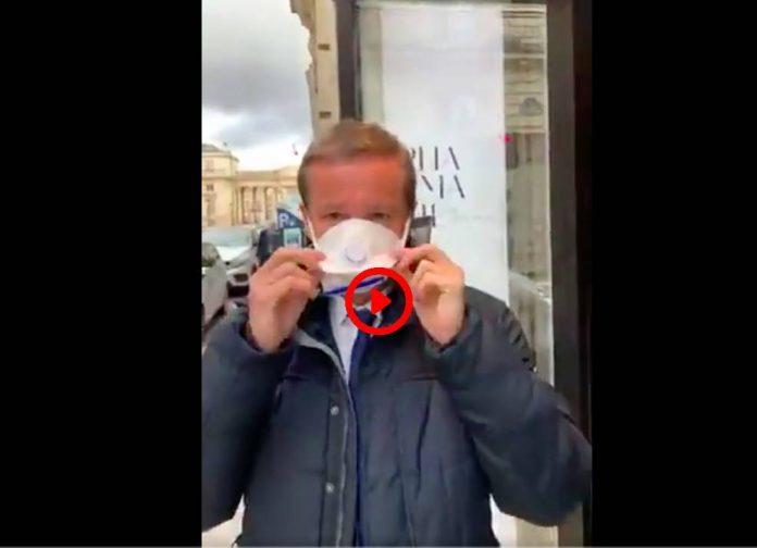 Coronarivus Dupont Aignan se ridiculise alors qu'il se plaint d'un masque porté à l'envers