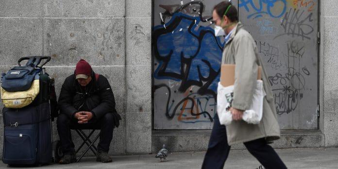 Coronavirus - à Lyon, des policiers verbalisent des SDF pour « non-respect des règles du confinement »