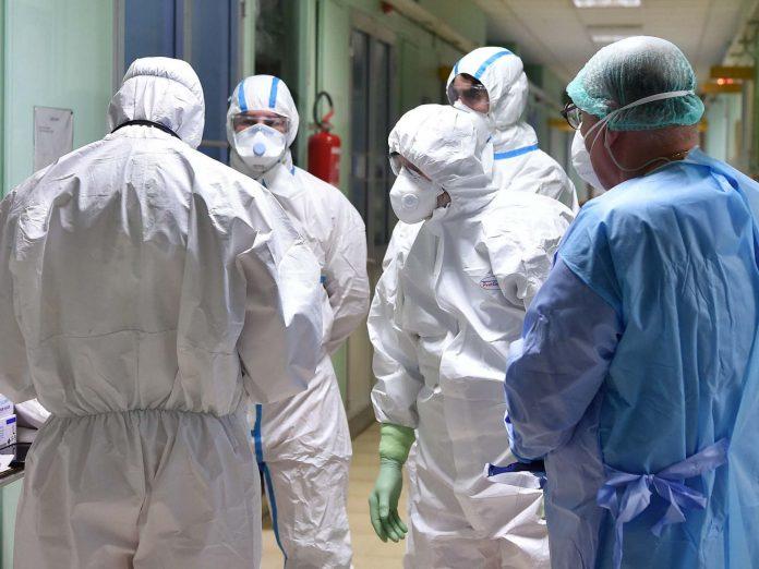 Coronavirus - un médecin contaminé explique comment le virus prend le contrôle de notre corps