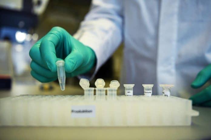 La France entame des essais cliniques sur 3 200 Européens pour d'éventuels traitements contre le coronavirus