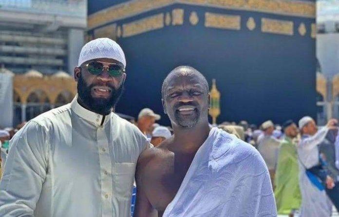 L'artiste AKON à La Mecque pour la Omra - VIDEO