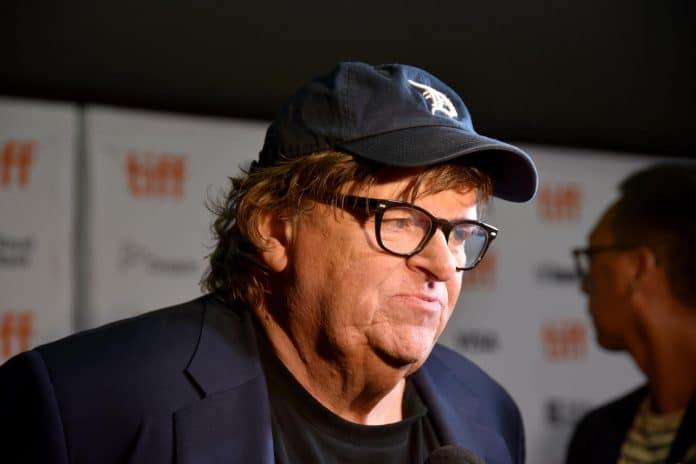 Michael Moore suggère que Trump est «plus dangereux» que le Coronavirus