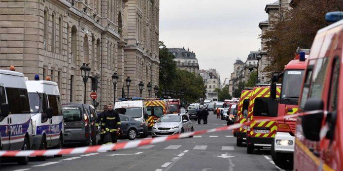 Paris : Un homme armé a ouvert le feu dans la cour d'une mosquée, un blessé en état d'urgence absolue