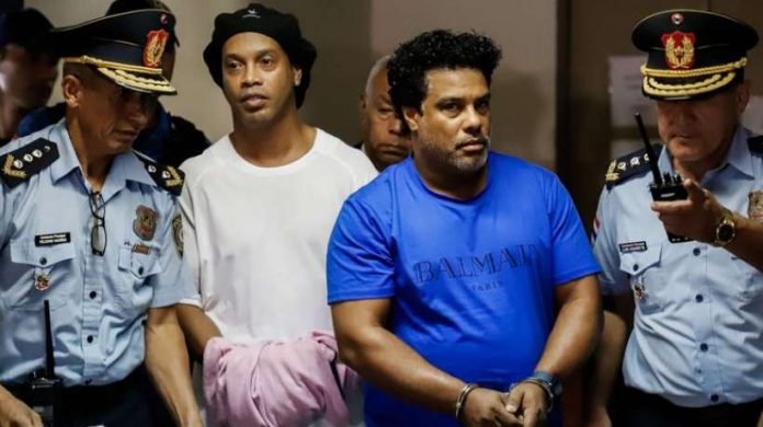 Ronaldinho détenu au Paraguay pour faux passeport