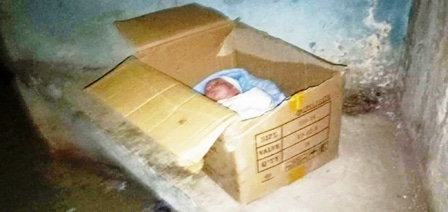Tunisie - Un bébé a été découvert dans une mosquée emballé dans un carton