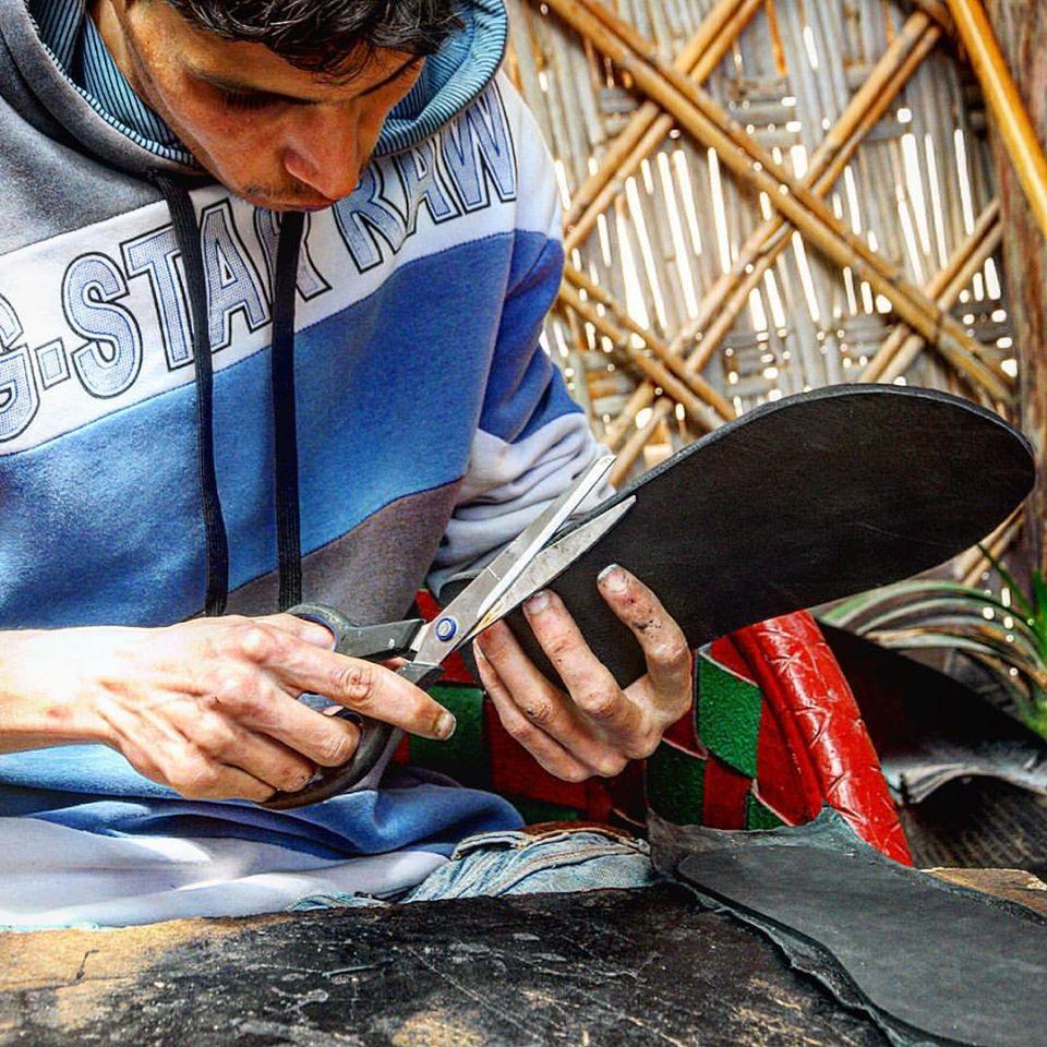 Un jeune Marocain transforme des pneus usagés en objets déco qui s'arrachent !3