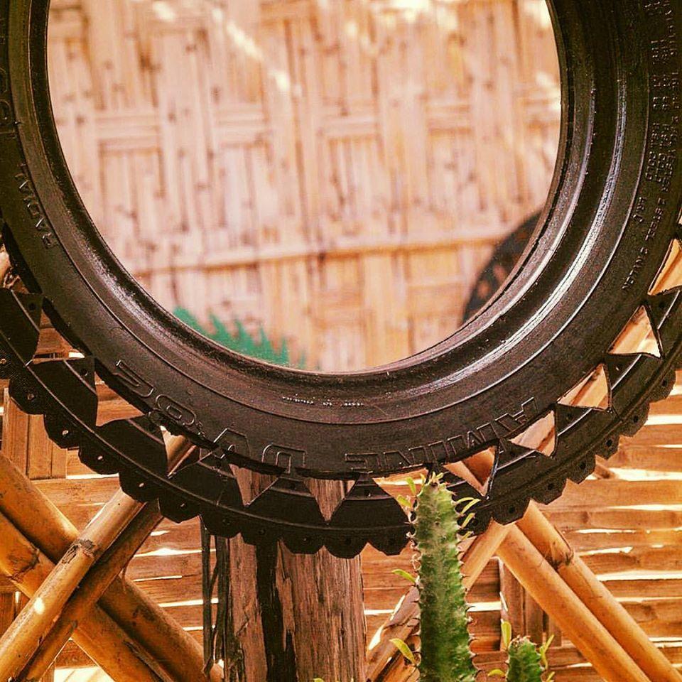 Un jeune Marocain transforme des pneus usagés en objets déco qui s'arrachent !4