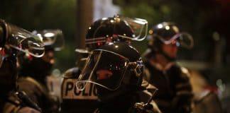 """Émeutes : La police ordonne à ses fonctionnaires """"d'éviter le contact avec les perturbateurs"""""""