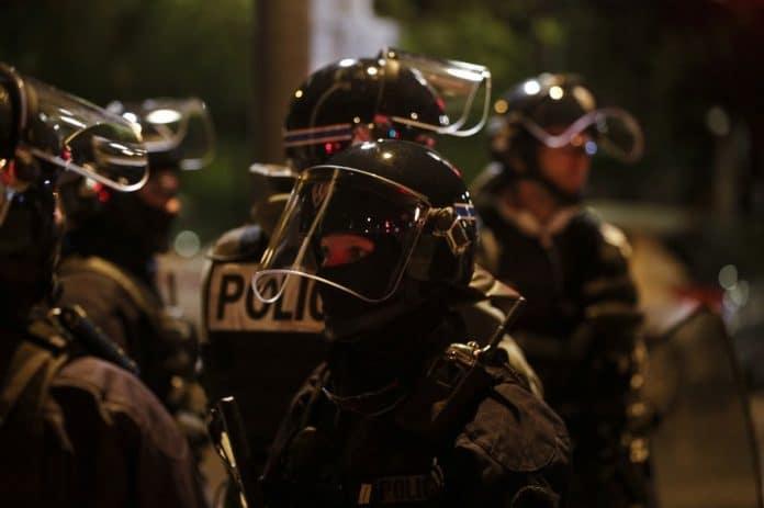 Émeutes : La police ordonne à ses fonctionnaires