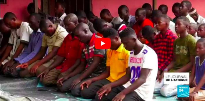 Au Mali, les prières se poursuivent dans les mosquées malgré l'épidémie de coronavirus