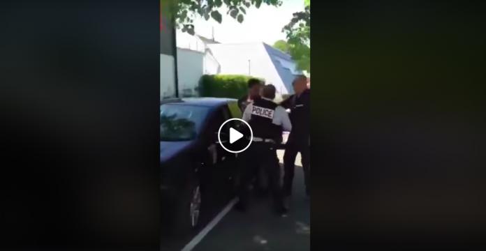Confinement un contrôle dégénère entre un jeune homme et la police VIDEO