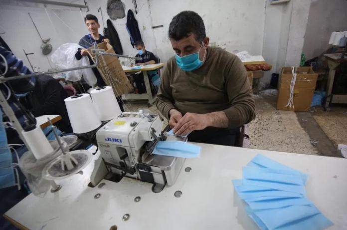 Coronavirus : Gaza fabrique des millions de masques pour l'Europe