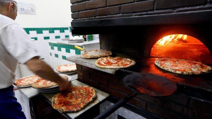 Coronavirus : Un pizzaïolo marocain offre des...