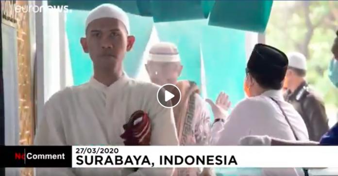 Coronavirus l'Indonésie lance une grande campagne de désinfection dans les mosquées VIDEO