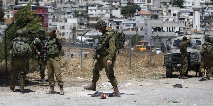 Des soldats israéliens enlèvent un jeune handicapé et un adolescent palestiniens