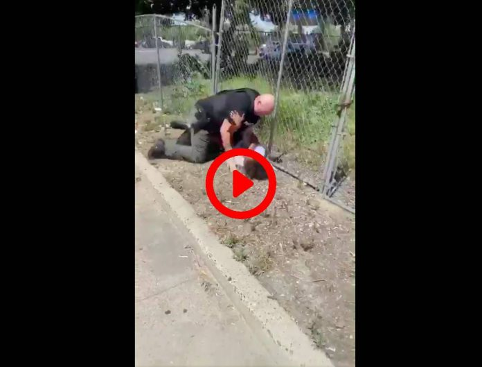 Etats-Unis une vidéo choquante montre un policer frapper et jeter au sol un garçon de 14 ans malade du coeur - VIDEO