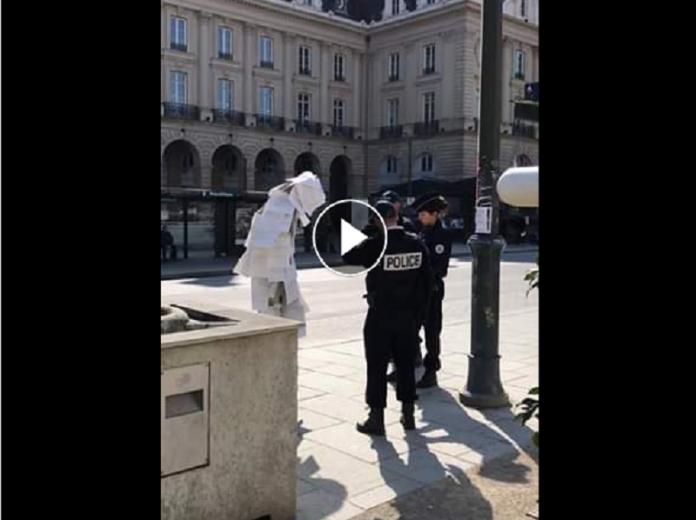 Il sort recouvert de 150 attestations de sortie et se fait arrêter par la police - VIDÉO
