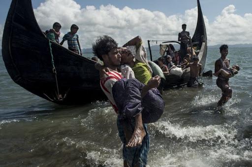 Le Bangladesh sauve près de 400 Rohingyas à la dérive depuis deux mois