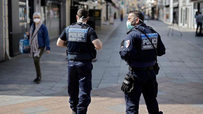 Les deux hommes ayant filmé l'interpellation raciste portent plainte pour pressions policières