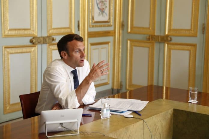 Macron annonce : pas de déconfinement par région, pas d'obligation de retour à l'école et port du masque dans les transports