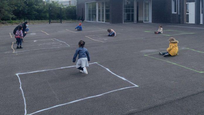 «Des écoles carcérales» des photos du retour à l'école des enfants secouent les Français