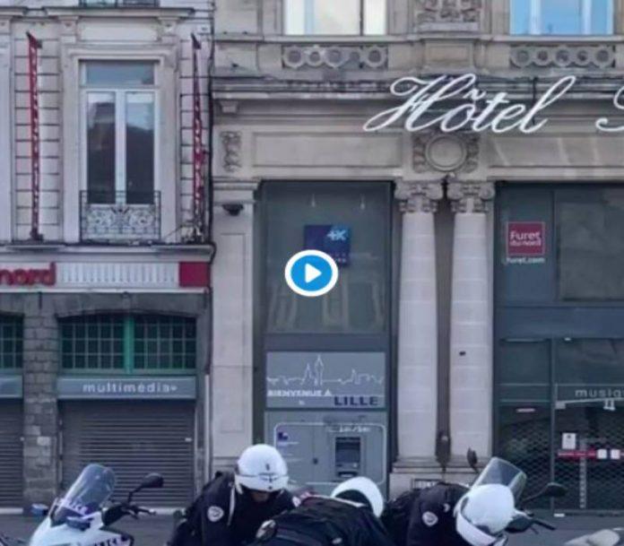 Confinement des policiers interpellent violemment un homme âgé VIDEO