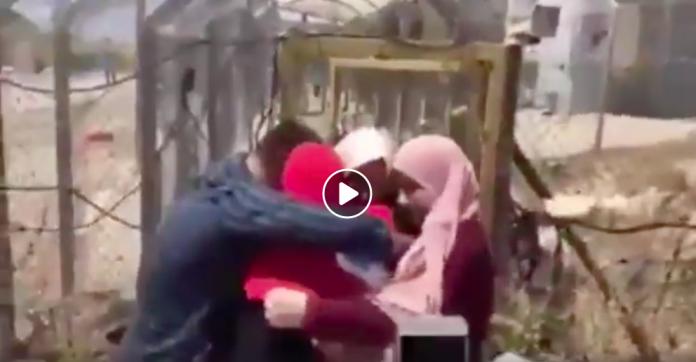 Emotion après des mois de prison une jeune palestinienne retrouve enfin sa famille -VIDEO