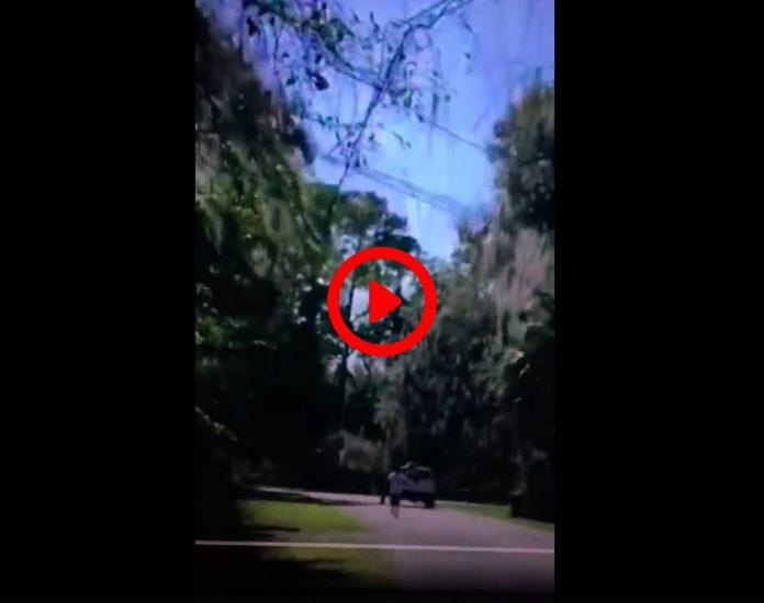 Etats-Unis une vidéo montre un afro-américain pourchassé puis abattu alors qu'il faisait du jogging - VIDEO