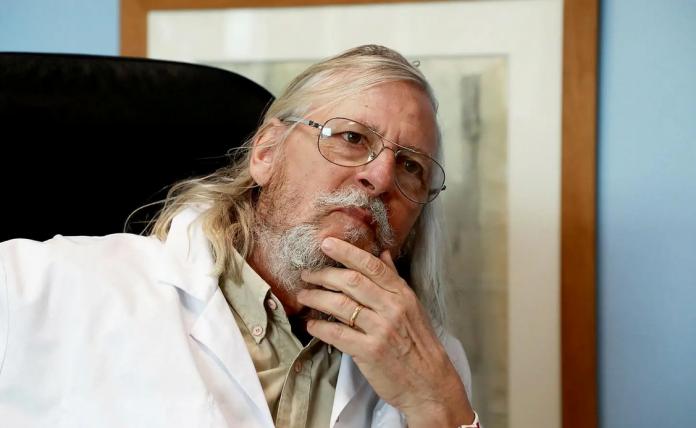 Le professeur Raoult rejoint la revue islamophobe Front populaire de Michel Onfray