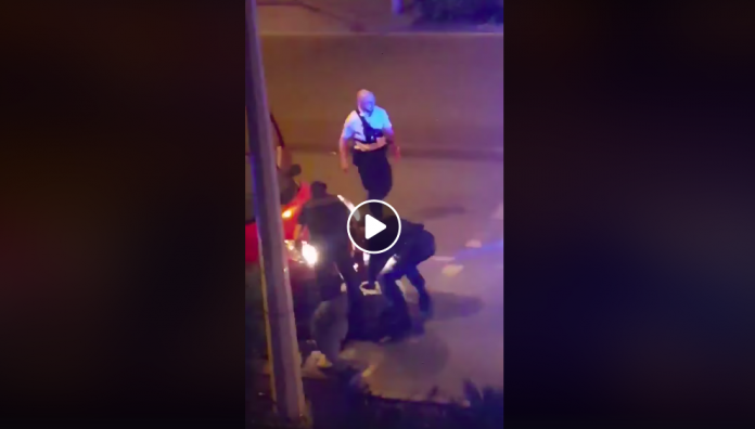 Neuilly-sur-Marne un jeune homme menotté reçoit coups et insultes par des policiers - VIDEO