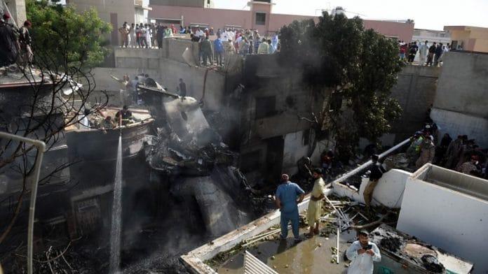 Pakistan - crash d'un avion à Karachi, au moins100 personnes perdent la vie - VIDEO