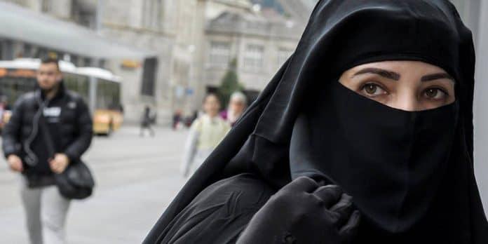 Pour le Collectif Canadien Anti-Islamophobie, «la France est la risée de la terre entière.»