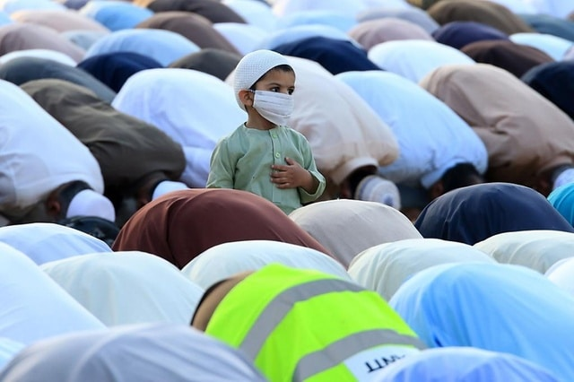 Tour d'horizon - comment le monde musulman a célébré l'Aïd el-Fitr avec le coronavirus