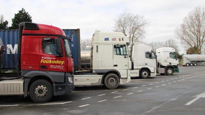 Un chauffeur se fait braquer une cargaison de 200 000 masques destinés à la France