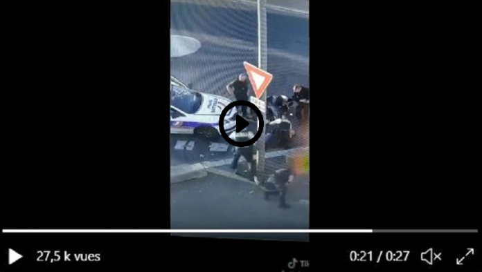 Un syndicat de police publie sur Twitter une vidéo de violences policières et s'en amuse - VIDÉO