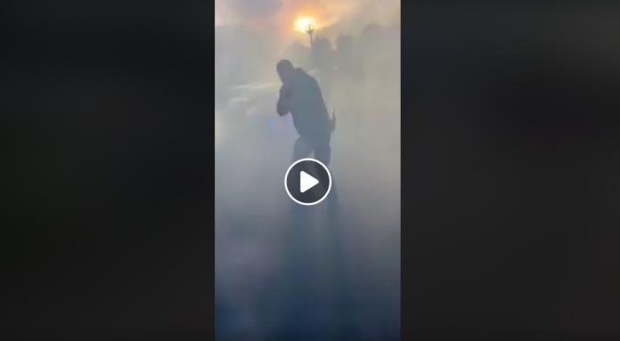 Yvelines la BAC jette des grenades lacrymogènes sur une mère et ses enfants - VIDEO