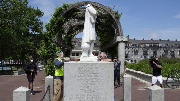 États-Unis : les statues de Christophe Colomb vandalisées à travers le pays pour dénoncer le racisme