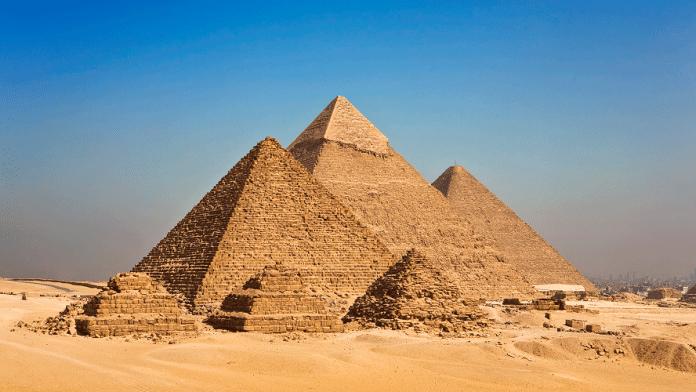 Des archéologues inquiets par un mouvement appelant à démolir les pyramides Égyptiennes